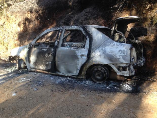 Veículo incendiado é encontrado na Linha Julieta, em Farroupilha Marcelo Passarella / Rádio Gaúcha Serra/Rádio Gaúcha Serra