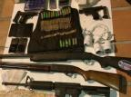 Quatro homens e uma mulher são presos por tráfico e armas são apreendidas em sítio no interior de Bento Brigada Militar/Divulgação