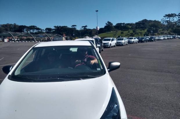 Com um colega baleado e outro desaparecido, motoristas de aplicativo fazem carreata em Caxias do Sul Antonio Valiente / Agência RBS/Agência RBS