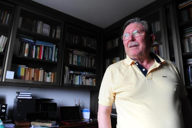 José Clemente Pozenato ministra oficina de romance em Caxias Roni Rigon/Agencia RBS