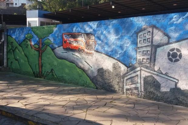 Muro da rodoviária de Caxias ganha grafite de Guilherme Nerd Valéria Gazzola/Divulgação
