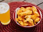 Na Cozinha: prepare iscas de frango empanadas na cerveja Destemperados/