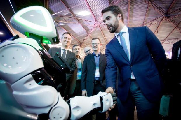 Em Caxias, governador recebe afagos humanos e tecnológicos eduardo rocha/divulgação