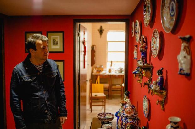 Conheça parte do acervo artístico que Walter Rodrigues mantém em seu apartamento em Caxias Alex Battistel/Divulgação