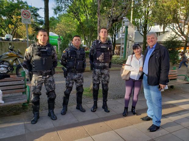 Dona de casa encontra e devolve carteira com R$ 450 em Caxias do Sul Lizie Antonello / Agência RBS/Agência RBS