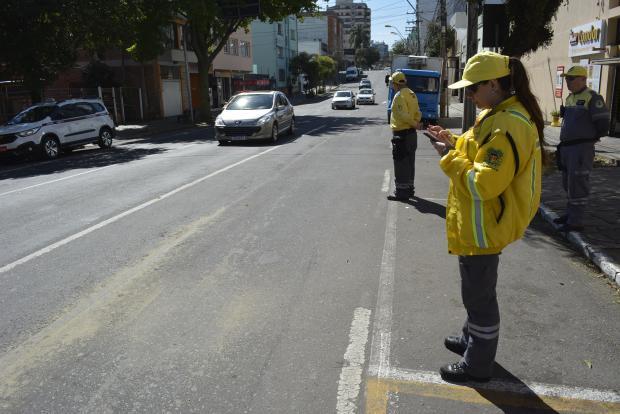 Em 1h30min, Fiscalização de Trânsito de Caxias flagrou mais de 200 infrações Leonardo Portella / SMTTM /SMTTM