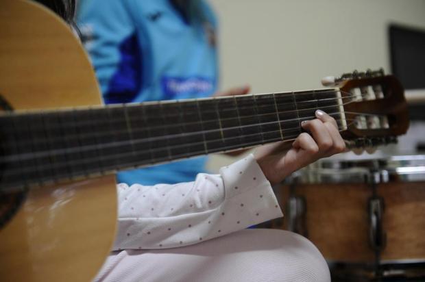 Autoconfiança, autoestima e motivação: psicóloga fala sobre os benefícios do aprendizado da música na infância Antonio Valiente/Agencia RBS
