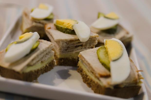 Na Cozinha: receita de hoje é sanduíche aberto de lombo Isadora Andrade / divulgação/divulgação
