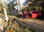 Carro colide contra poste e jovem é socorrido inconsciente em Caxias do Sul Juarez Melotto/Divulgação