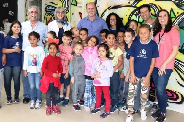 Escritor uruguaio Ignacio Martínez visitou Associação Criança Feliz, em Caxias Ana Romani/Divulgação