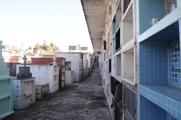 Reformas em jazigos dos cemitérios municipais podem ser feitas até a próxima terça-feira em Caxias Antonio Valiente/Agencia RBS
