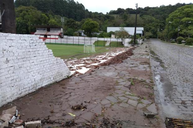 Muro do estádio Dr. Mário Cini cai em Nova Prata Eric Silva/Prefeitura de Nova Prata