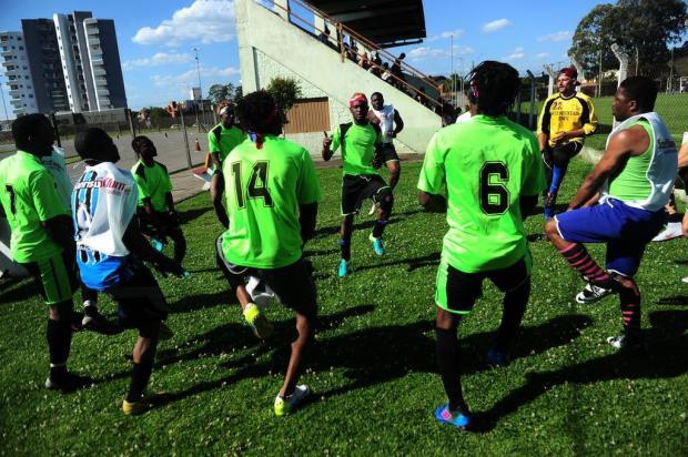 Refúgio na bola: conheça o time de futebol dos imigrantes haitianos em Caxias do Sul Porthus Junior/Agencia RBS