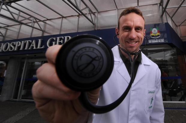 Do campo para o consultório: ex-jogador Lê será médico Marcelo Casagrande/Agencia RBS