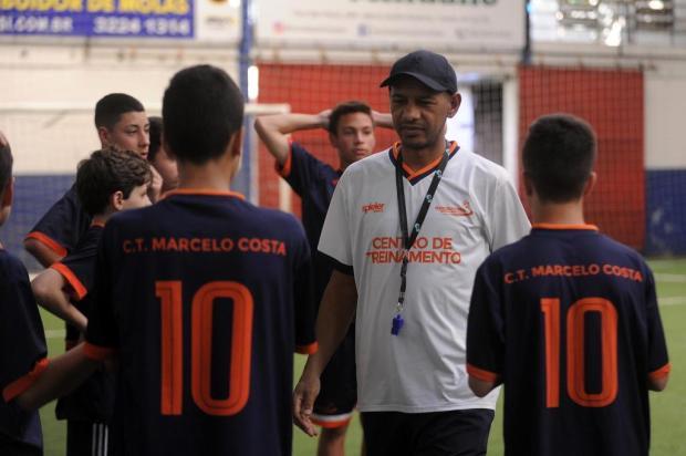 Enquanto aguarda transplante de rim, Marcelo Costa volta ao futebol com projeto de base Marcelo Casagrande/Agencia RBS