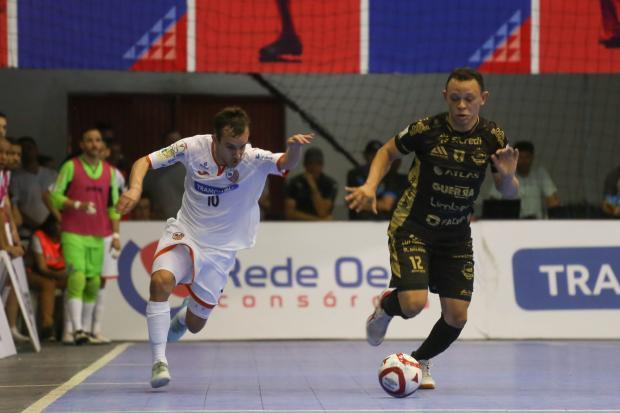 Fora de casa, ACBF perde para o Pato Futsal no primeiro duelo das quartas de final Ulisses Castro / ACBF, Divulgação/ACBF, Divulgação