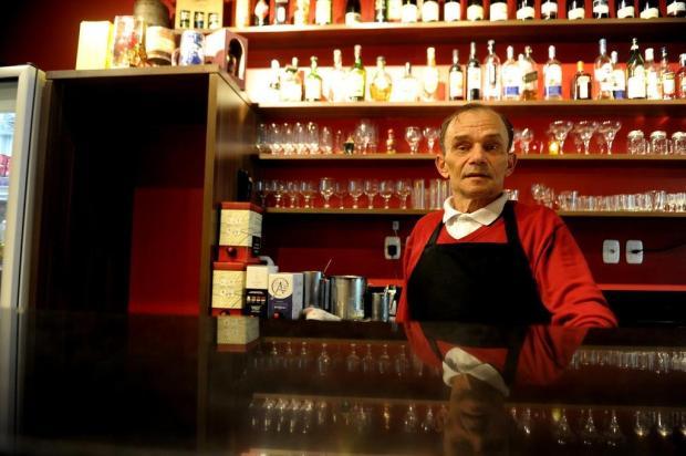 """""""Eu não tenho mais o mesmo pique de quando era jovem"""", diz garçom caxiense Lucas Amorelli/Agencia RBS"""