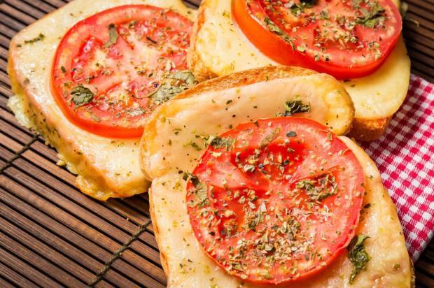 Na Cozinha: pizza no pão é a coisa mais simples (e deliciosa) que você vai ver hoje Destemperados/