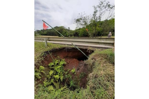 Três trechos de rodovias estaduais têm bloqueios na região Divulgação / PRE/PRE