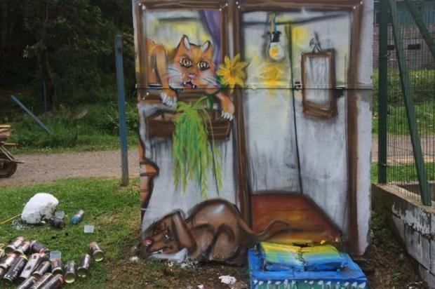 Caixa de luz no Complexo Esportivo da Zona Norte se transforma após grafite Andrigo Martins/Divulgação