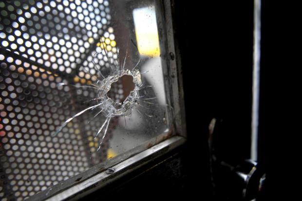 Medo na Avenida São Leopoldo: ataques colocam moradores na mira de balas perdidas em Caxias Lucas Amorelli/Agencia RBS