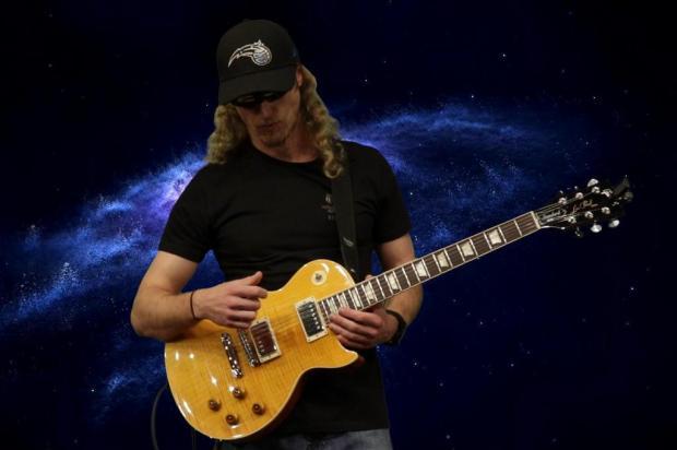 Conheça o som do guitarrista Cisar Ruzzarin, que lança EP nesta quarta Bruno Pies/Divulgação