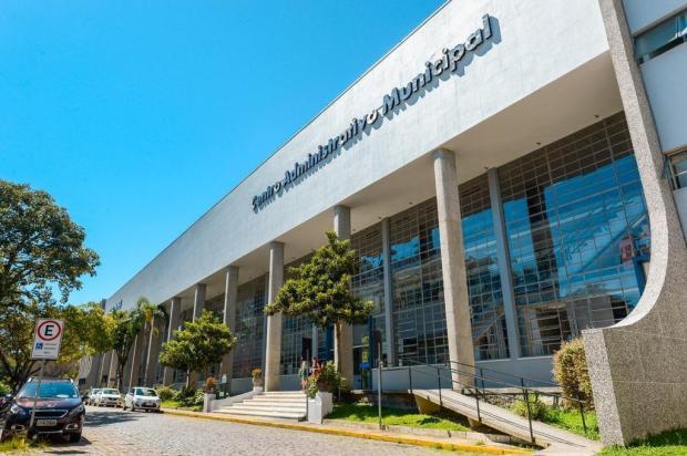 Sine móvel ofertará vagas de empregos para jovens em frente à prefeitura de Caxias Mateus Argenta/Divulgação