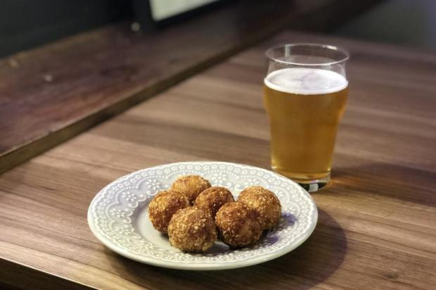 Na Cozinha: hoje é dia de uma receita alemã, o croquete de salame Luane Roquete/Agência RBS