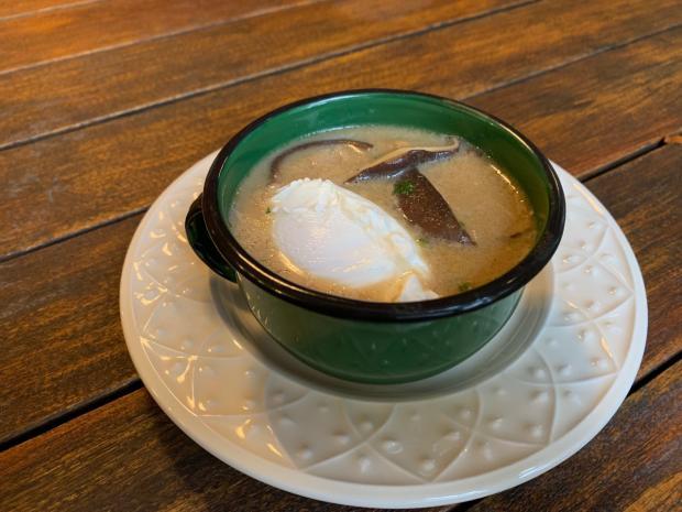 Na Cozinha: aprenda a fazer creme de cogumelos com ovo poché Destemperados / divulgação/divulgação
