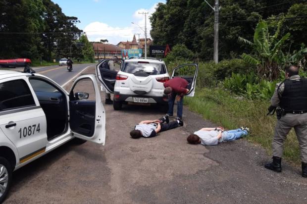 Caminhonete roubada em Caxias do Sul é recuperada e dois são presos em Nova Petrópolis Divulgação / Brigada Militar/Brigada Militar