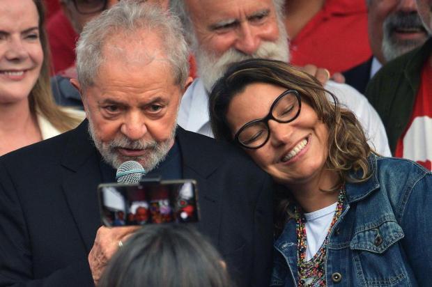 Lula solto provoca enfrentamento político Carl de Souza/AFP