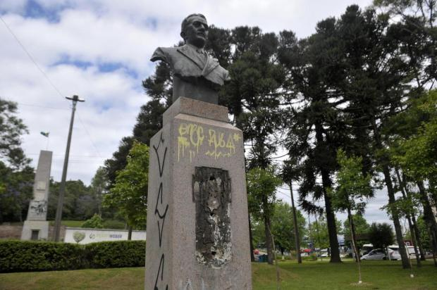 Placa de bronze de monumento de Caxias do Sul é furtada Lucas Amorelli/Agencia RBS