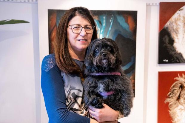 Já pensou em levar seu pet a uma exposição de arte? Na galeria Arte e Quadros pode... Leandro Araujo/Divulgação