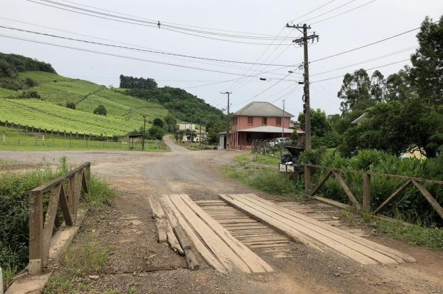 Ponte preocupa moradores do Vale dos Vinhedos, em Bento Gonçalves Tainara Alba/RBS TV
