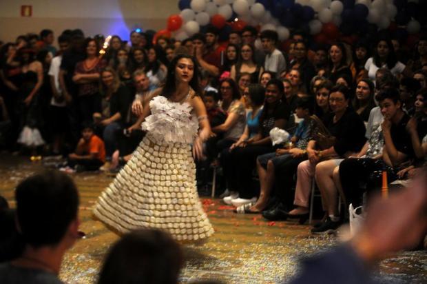 Criatividade sustentável: escola pública de Farroupilha faz concurso de fantasias com materiais reciclados marcelo Casagrande/Agencia RBS