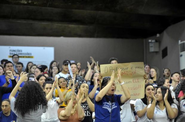 A favor dos professores, estudantes cobram posição de vereadores em Caxias do Sul Lucas Amorelli/Agencia RBS