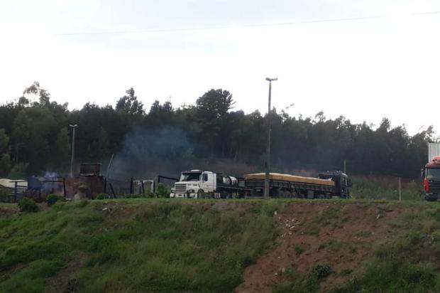 Incêndio destrói parte de empresa e três caminhões em Caxias Jeferson Ageitos/Agência RBS