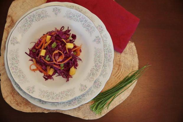 Na Cozinha: conheça uma receita refrescante que, de tão boa, nem parece salada André Ávila/Agencia RBS
