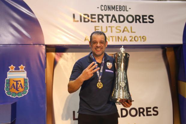 """Marquinhos Xavier confirma saída da ACBF: """"obrigado por tudo que me fizeste viver"""" Ulisses Castro / ACBF, Divulgação/ACBF, Divulgação"""