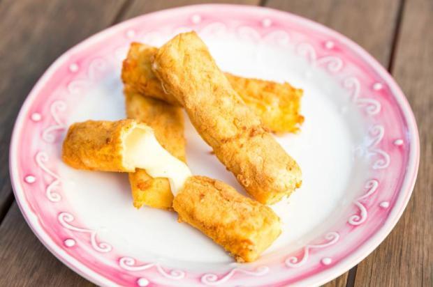 Na Cozinha: você vai se derreter com esses palitos de queijo empanados Omar Freitas / Agência RBS/Agência RBS