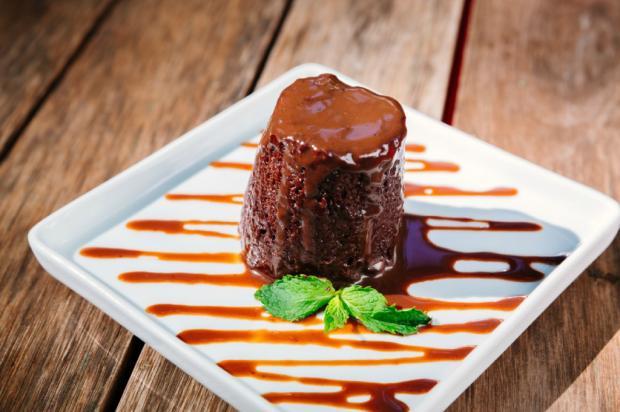 Na Cozinha: quer um doce, mas está sem tempo? Vai de bolo de chocolate na caneca Omar Freitas / Agência RBS/Agência RBS