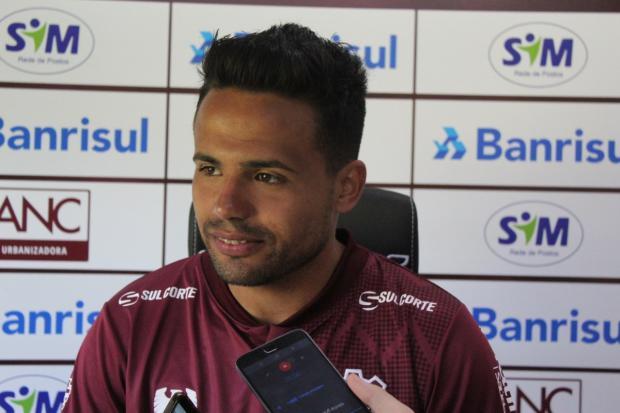 Lateral é apresentado no Caxias e diz que Série D não condiz com o clube Vitor Soccol / Caxias, Divulgação/Caxias, Divulgação