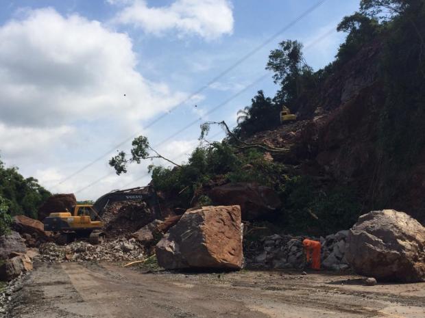 Detonação de rochas que rolaram sobre a RS-122 deve ocorrer nesta sexta, em Farroupilha André Fiedler/