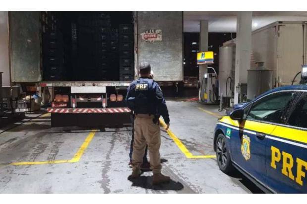 Caminhão com 200 mil maços de cigarro é apreendido pela PRF na BR-470, em Bento Gonçalves Divulgação / Polícia Rodoviária Federal/Polícia Rodoviária Federal