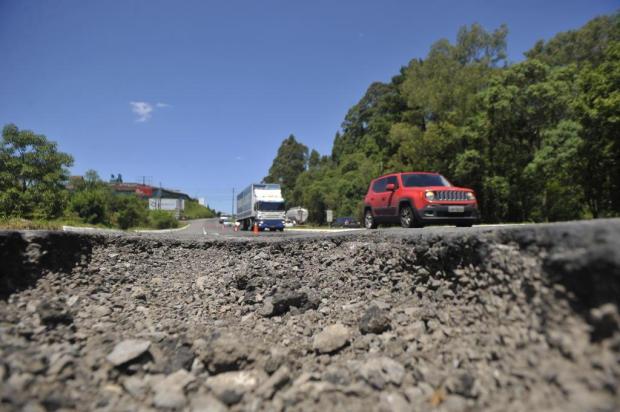 Em maior ou menor grau, rodovias da região têm buracos, sinalização ruim e vegetação alta Lucas Amorelli/Agencia RBS