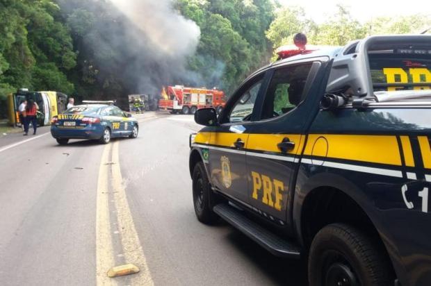 Identificada mulher morta em colisão entre caminhão e ônibus em Vacaria PRF Vacaria/Divulgação