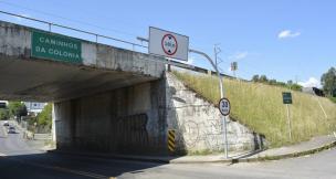 Viaduto na Rua Ludovico Cavinato, em Caxias do Sul, tem limitador de altura (Leonardo Portella / SMTTM/SMTTM)
