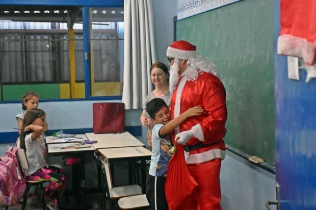 Projeto da BM entrega presentes a estudantes da Zona Norte de Caxias do Sul Jackson Cardoso/Brigada Militar/Divulgação