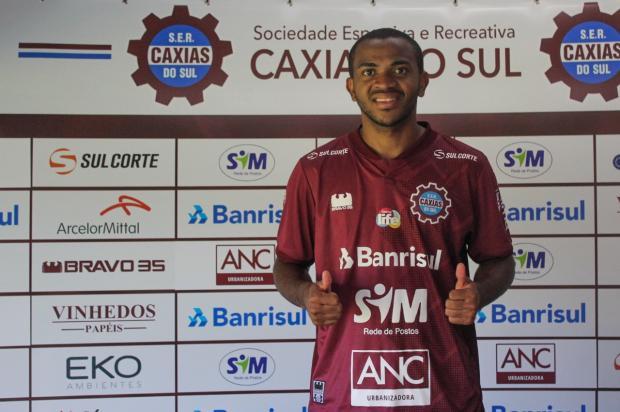 Caxias apresenta atacante ex-Grêmio para a temporada 2020 Vitor Soccol / Caxias, Divulgação/Caxias, Divulgação