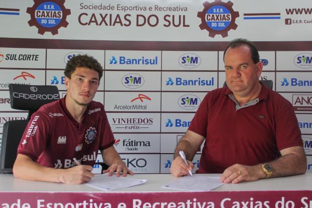 Caxias acerta contrato profissional com lateral-direito Argenta Vitor Soccol / SER Caxias/SER Caxias